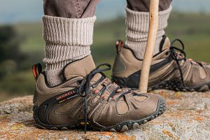 נעליים לטיולים בשטח: טיפים לבחירת הזוג המתאים